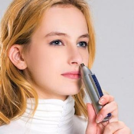 The-Easiest-Way-to-Remove-Women-Nose-Hair