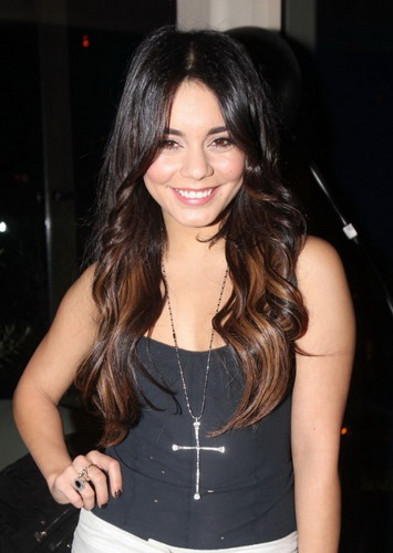 Vanessa-Hudgens-The-Best-Tips-for-Doing-Dark-Ombre-Hair-at-Home