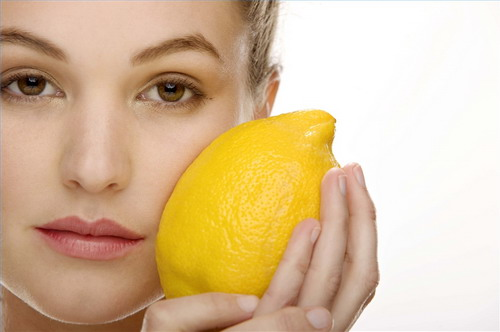 The-Pros-and-Cons-of-Lemon-Juice-for-Freckles
